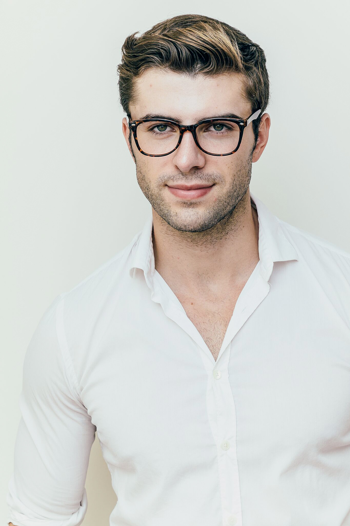 brunette man wearing plastic tortoise glasses