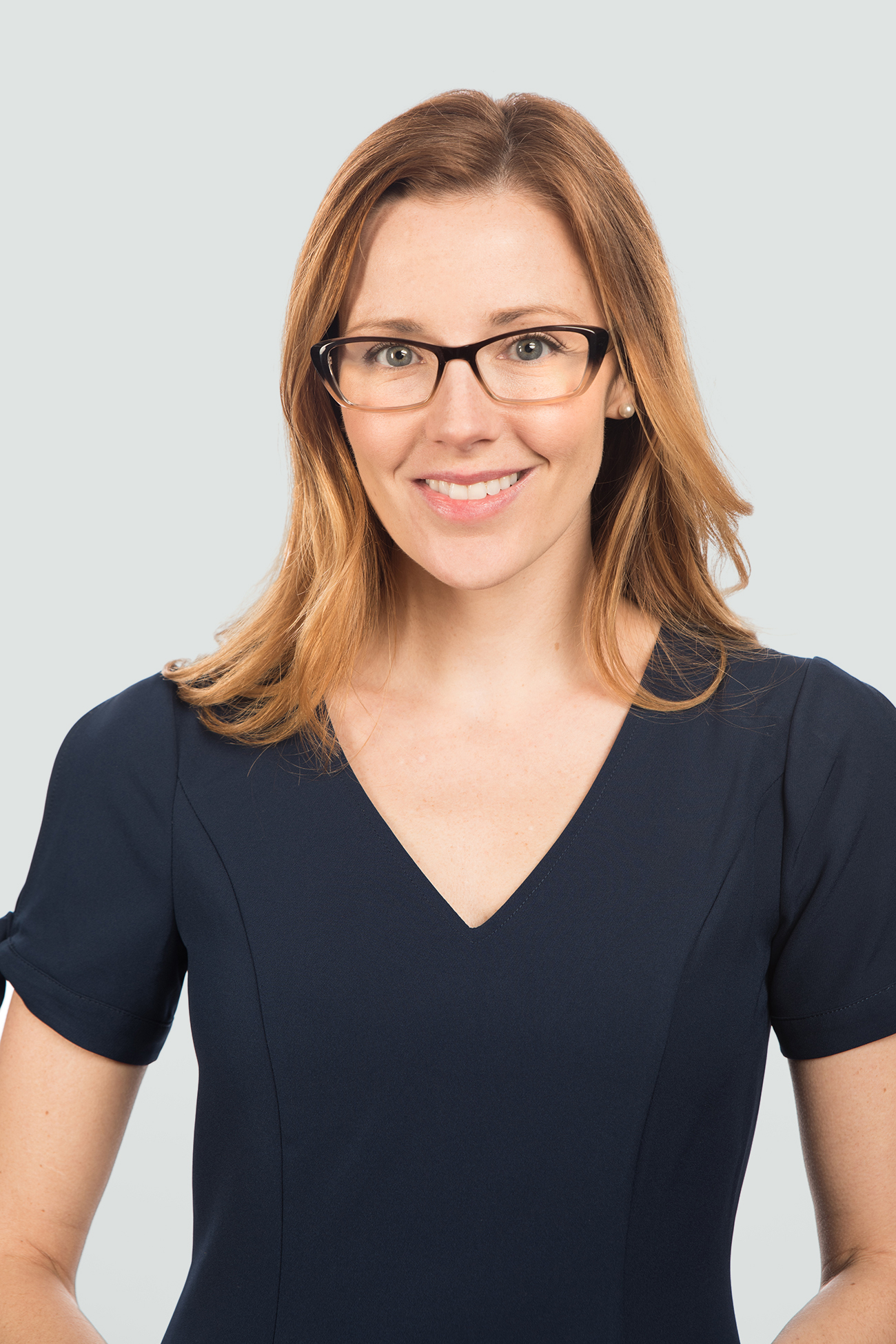 red hair woman wearing black brown fade plastic glasses