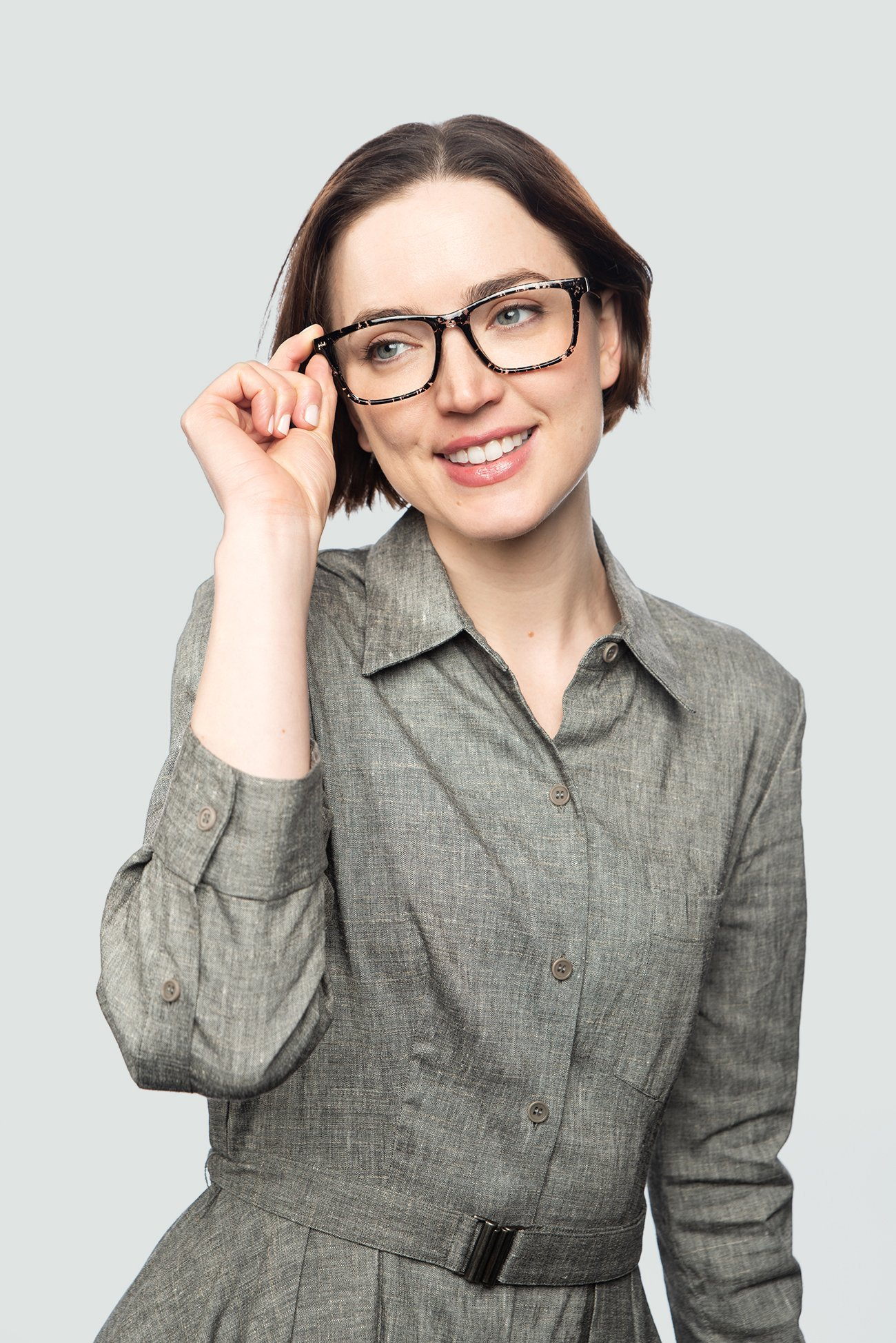 brunette woman wearing plastic black glasses