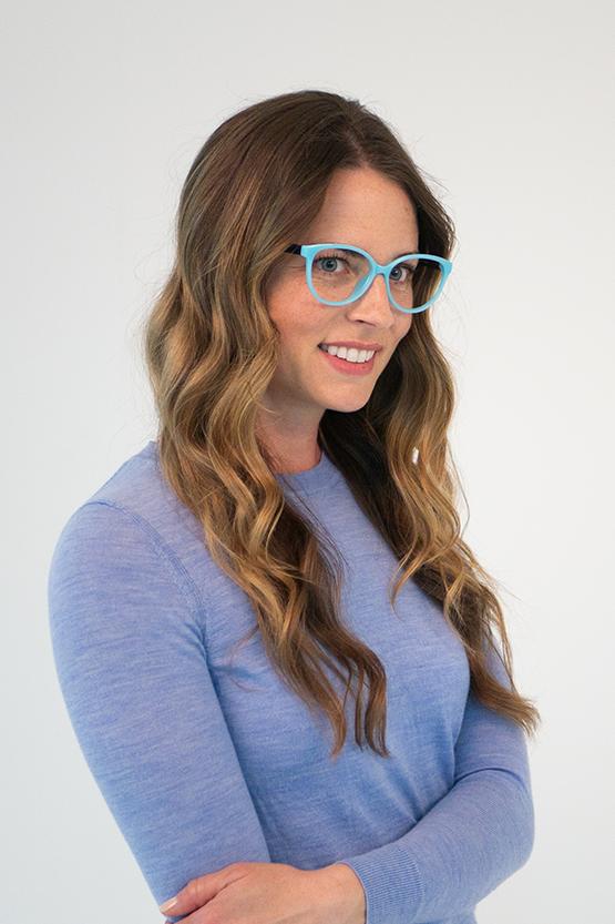 Second model wearing Taylor frames