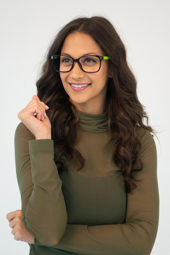 Second model wearing Brighton frames