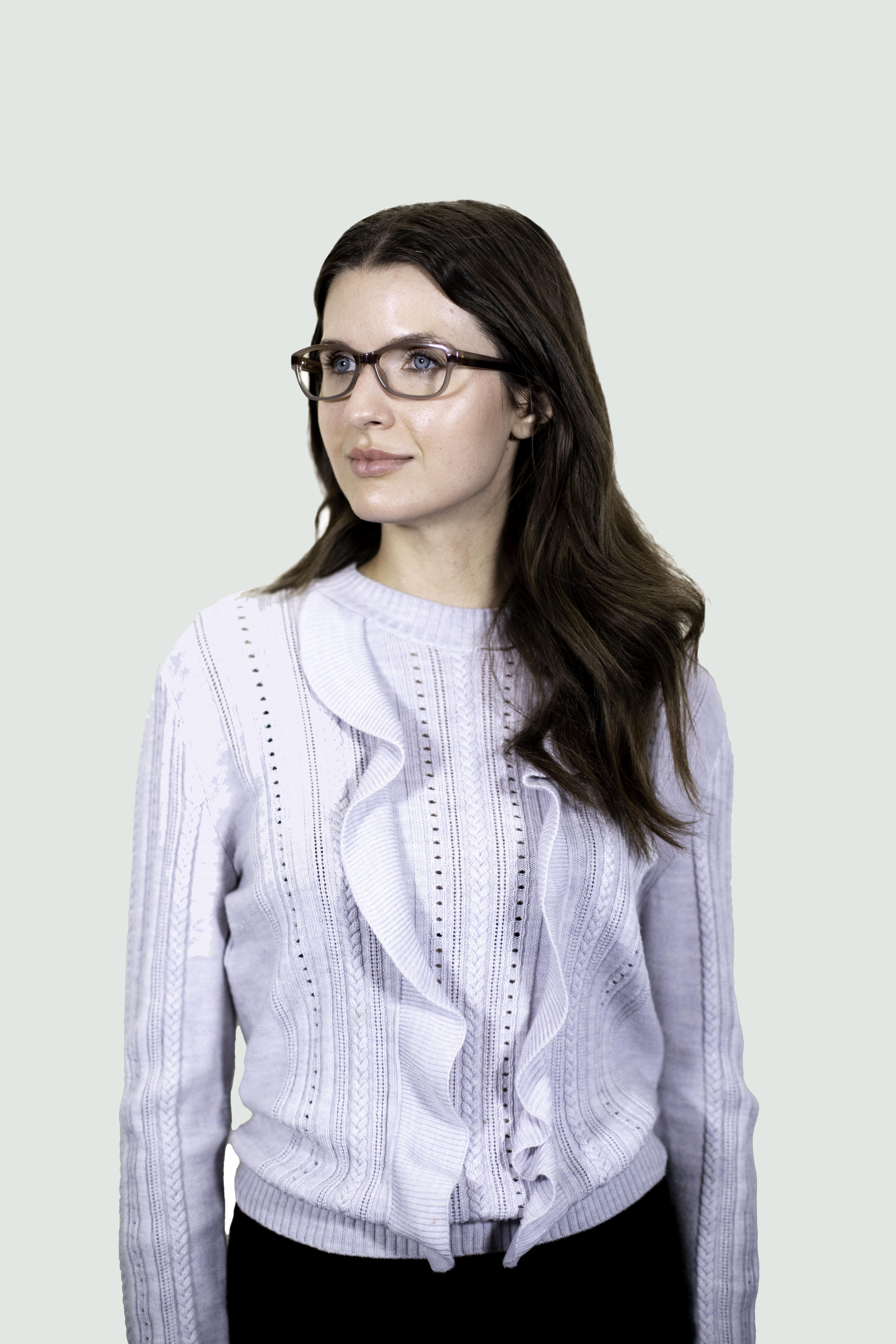 woman wearing 3906