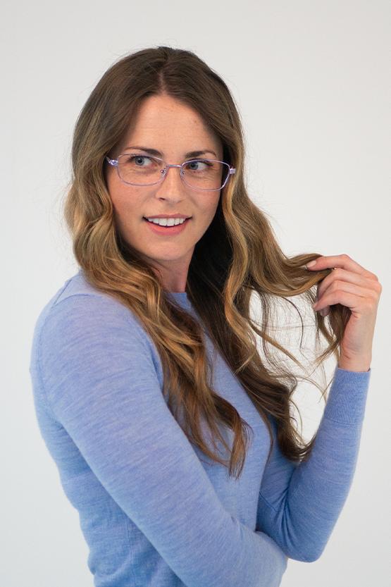 Second model wearing CHARLESTON frames