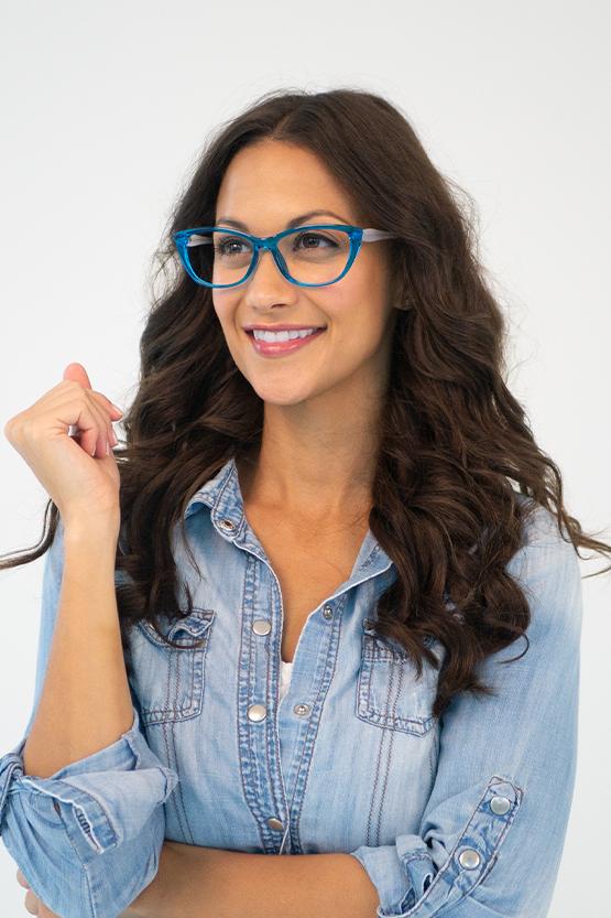 Second model wearing Penelope frames